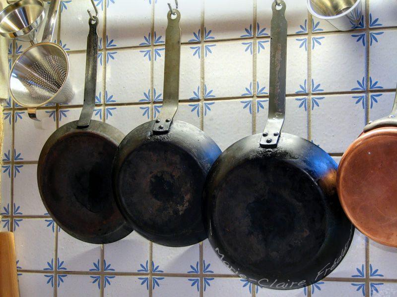 voici comment nettoyer tous les types de casseroles et po les dans votre cuisine sant sos. Black Bedroom Furniture Sets. Home Design Ideas